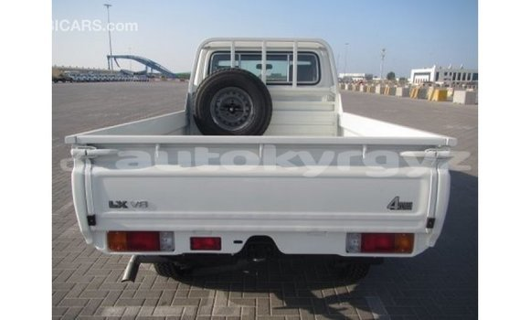 Buy Import Toyota Land Cruiser White Car in Import - Dubai in Batken